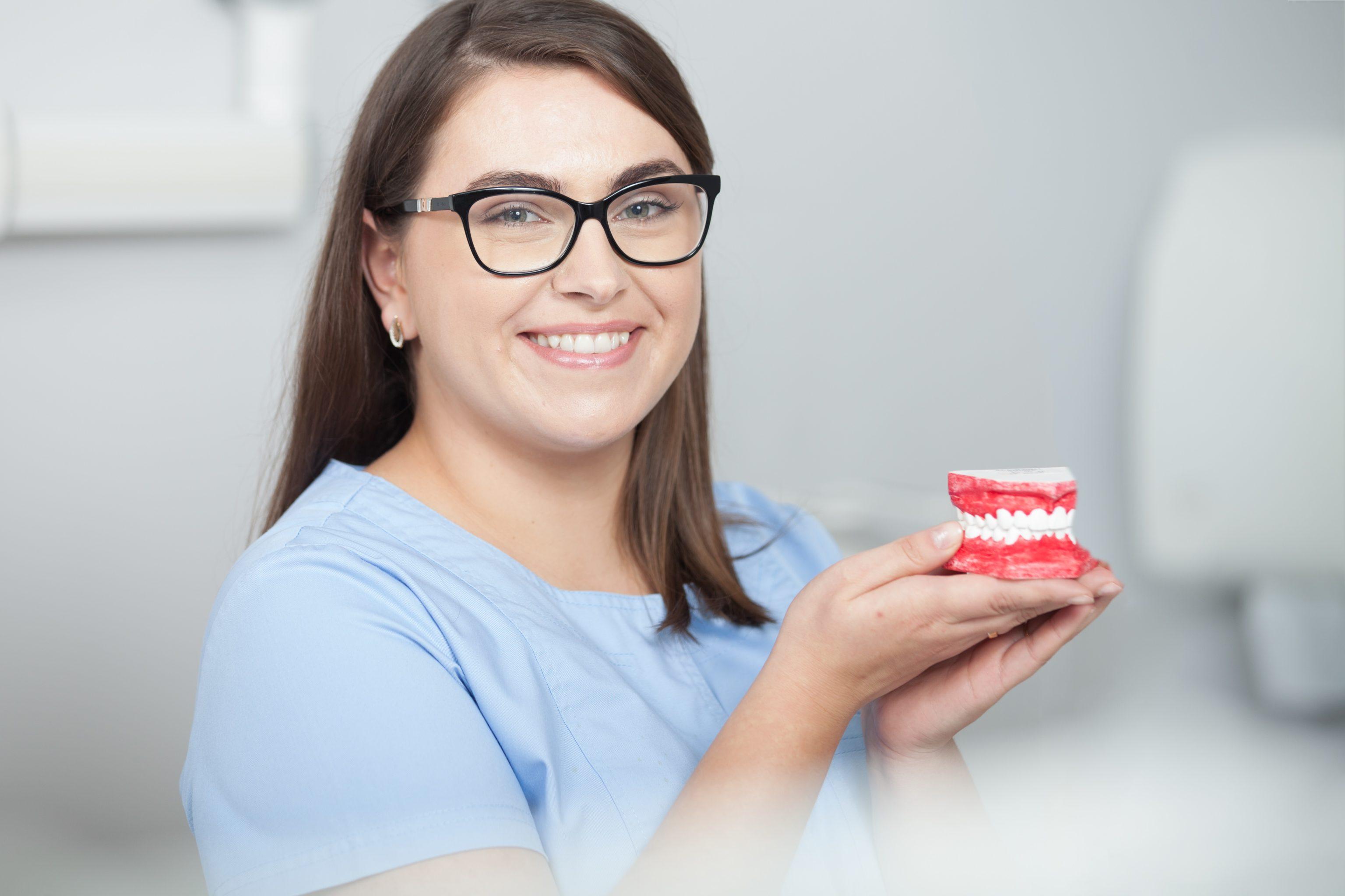 Higiena i profilaktyka w Dental Estetic - usuwanie kamienia, fluoryzacja, lakowanie